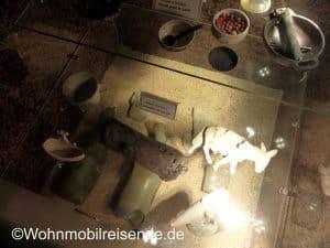 Gedenkstätte In Oradour sur Glane, Spielzeug